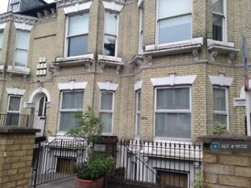 2 bedroom flat in Trinity Road, London, SW17 (2 bed) (#1111732)