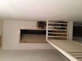 Cosy double room close to center. Close to University. Good for couple. Starts from £75p/w