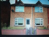 4 bedroom hause front and back garden