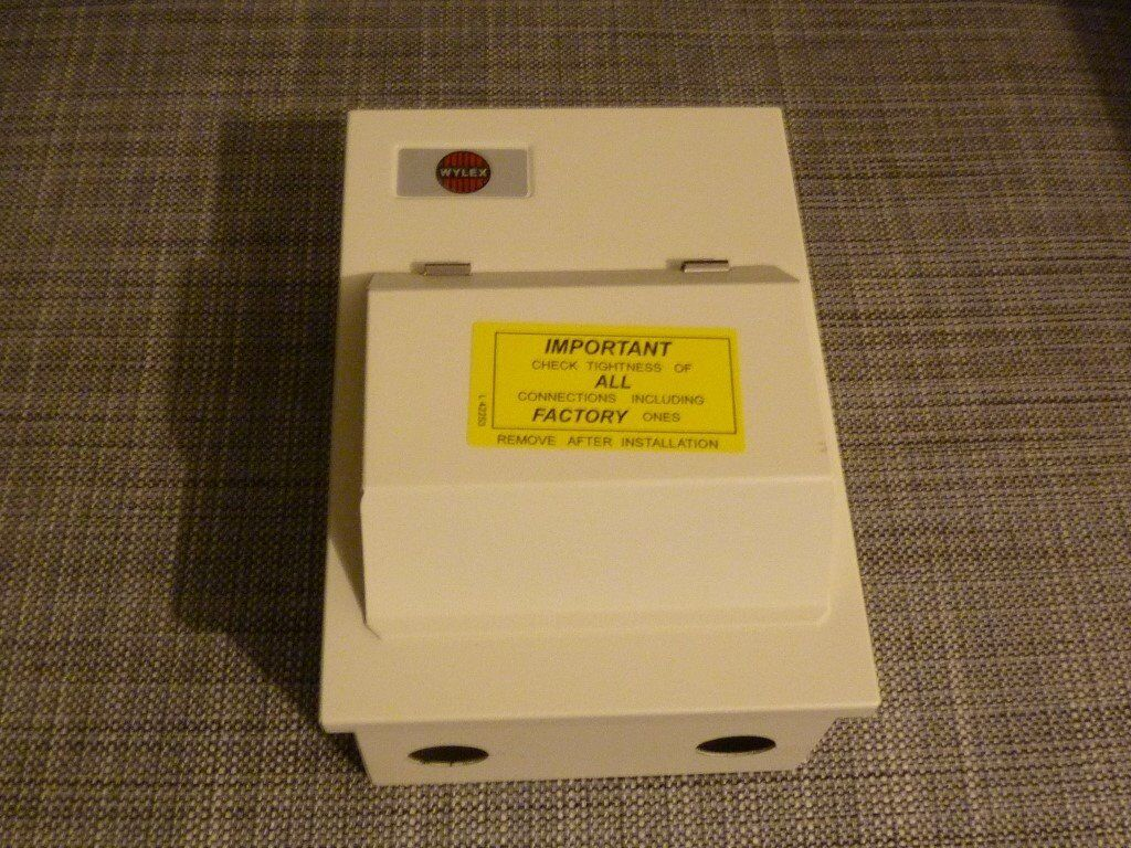 WYLEX 2 Way Metal Garage Consumer Unit Inc 1x63A 1xMBC B6 1xMCB B16 Fuse box