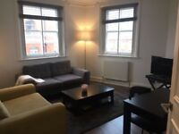 Stylish bright 2 bedroom/2 bathroom apartment in South Kensington