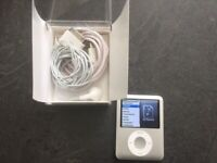 iPod Nano 3rd Gen 4GB boxed & accessories