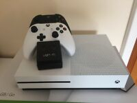 Xbox One S, 2 controllers, cables, box