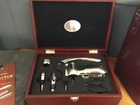 WINE KIT IN BOX - LEVER-ARM CORKSCREW, POURER, DRIP COLLAR & STOPPER