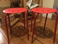 2x red stools
