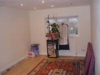 Large Double Room With (En-Suite), Central Avenue, Hounslow TW3