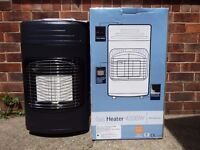 Gas heater 4200w, 3 heat settings, hose and regulator included. Brand new boxed