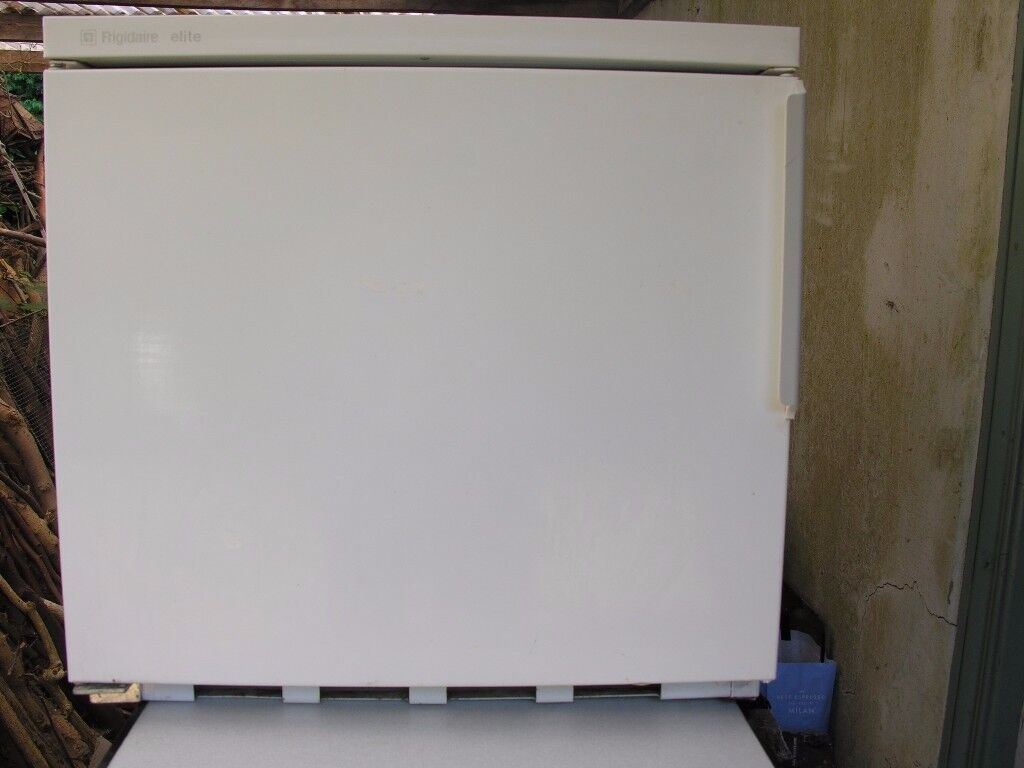 WORKTOP FREEZER (small type) ideal for small space.