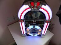 JUKEBOX STYLE RADIO & CD PLAYER WITH COLOUR CHANGING FEATURE