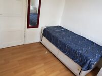 Single room to rent in a 4 bedroom flat