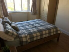 Large Double Room in Raynes Park/Wimbledon Chase