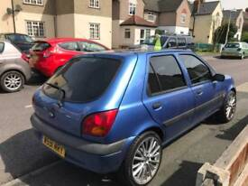 Ford fiesta 30000 ml.LIKE NEW CAR