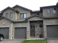2 BED IN AMHERSTVIEW w/ FINISHED BSMT REC ROOM! 104 Simurda Crt