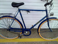 VINTAGE RALEIGH COURIER TOWN BIKE (1984)