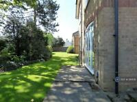2 bedroom flat in Comet Close, Watford, WD25 (2 bed)