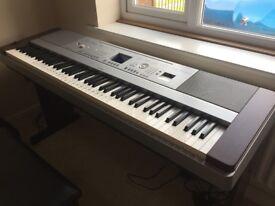 Yamaha Portable Grande DGX-640 88key Electric Keyboard