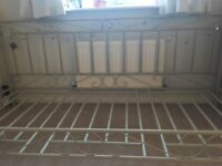 Beautiful single bed/daybed in perfect condition just in time for Christmas!