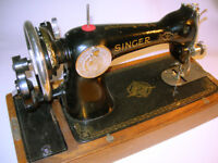Vintage Singer 15K Sewing Machine 1941 Model in Wood Cover/Case VGC (WH_2328)