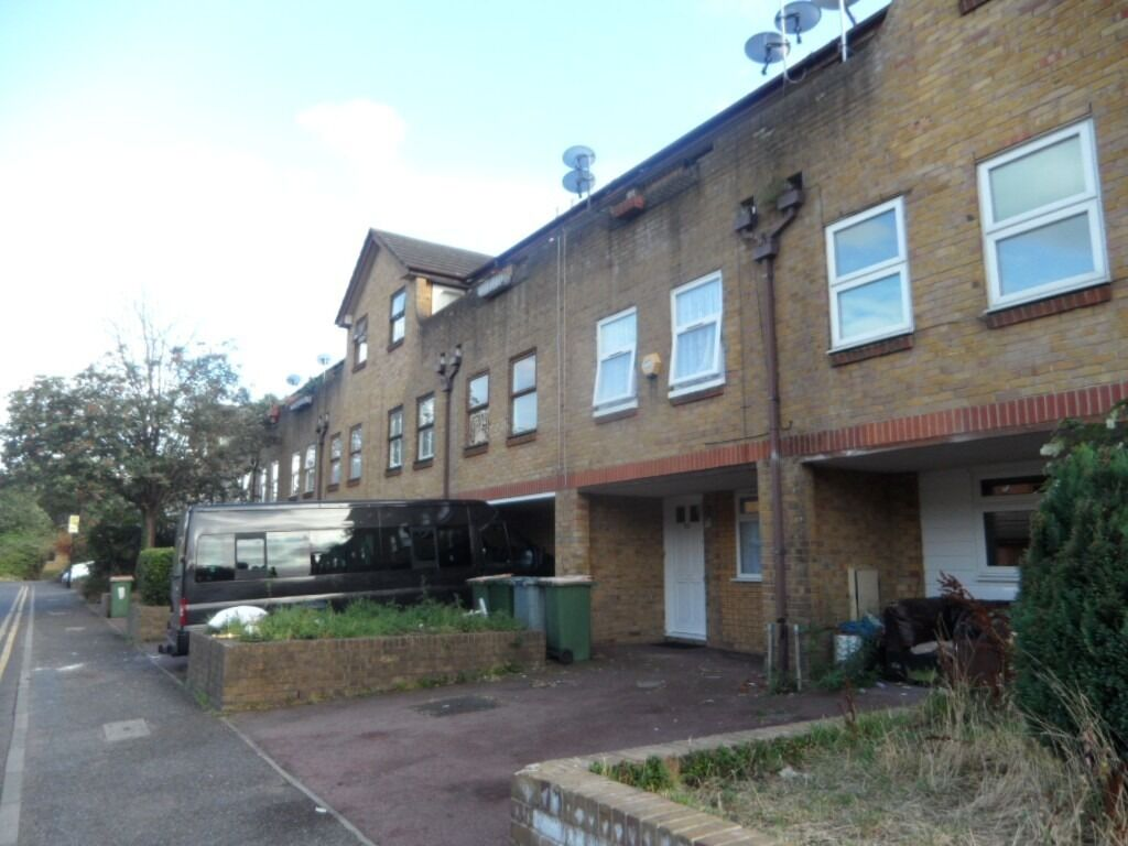 2 Bedroom House to Rent in E12