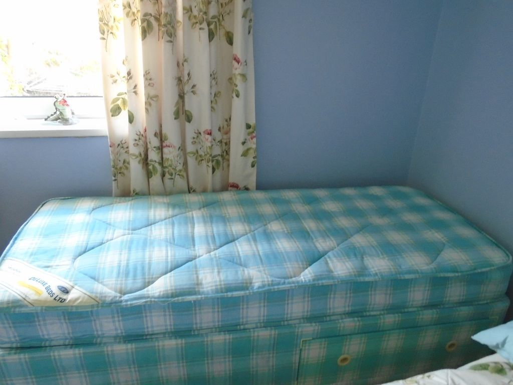 Reduced To 20 Single 2 39 6 X 6 39 3 Divan Bed With Slide Storage Immaculate Condition In