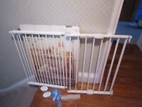 2 x Lindam Child safety gates