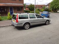 Diesel Automatic Volvo V70 with tow bar ,dog guard ,full leathe ,1st to drive will buy px welcome