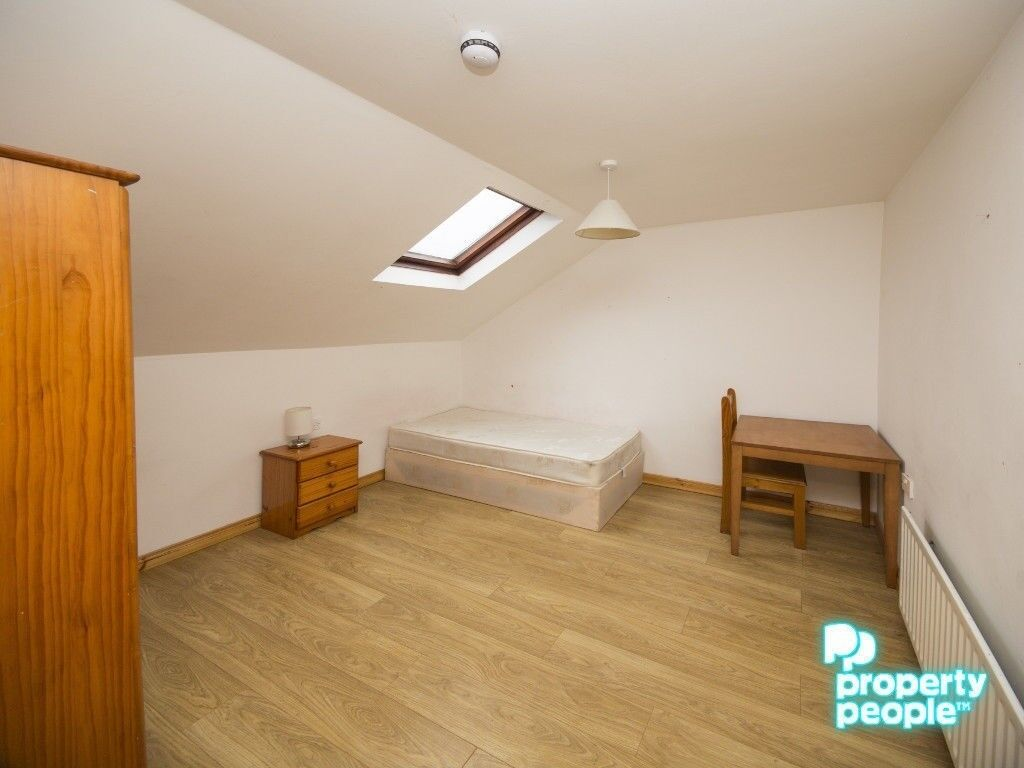 ROOMS AVAILABLE FROM JUST £275pcm WITH ALL BILLS INCLUDED!!