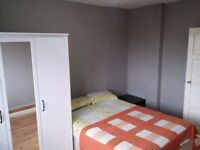 A Nice And Clean Double Room Available For A Professional Near Tube Station