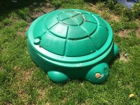 Plastic outdoor sandpit with lid