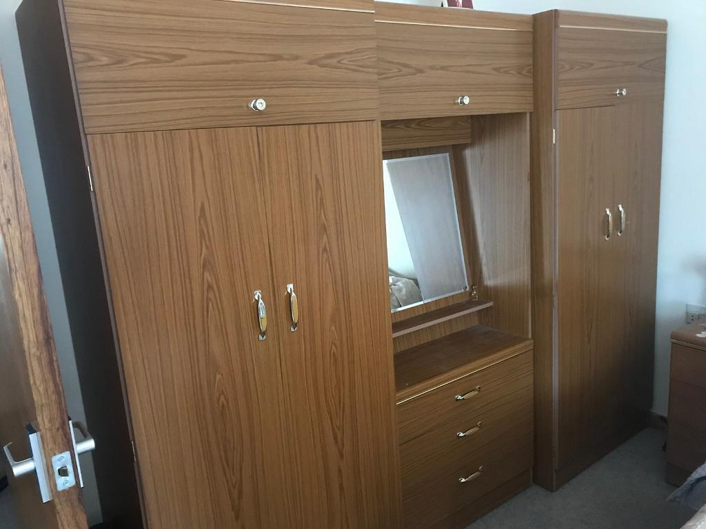 Bedroom Clothes Cabinet And Wardobe With Built In Mirror