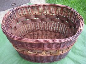 Large Mahogany Red and Brown Wickerwork Basket for £5.00