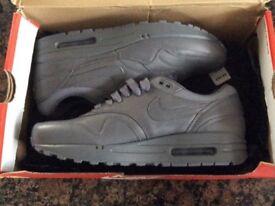 Genuine Nike air max trainers grey uk 6.5 brand new