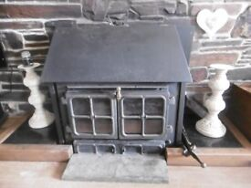 HUNTER MULTI FUEL WOODBURNER (with hotplate) ideal for boiling a saucepan/kettle.