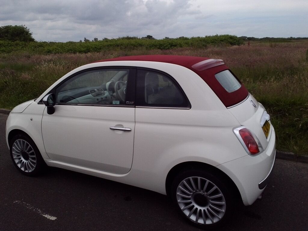 fiat 500c 1 2 pop 2010 high spec white with red. Black Bedroom Furniture Sets. Home Design Ideas