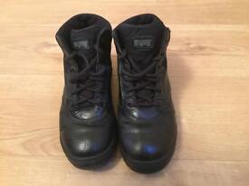Ladies Hi-Tec MAGNUM Boots. Size 6.