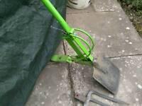 Spring loaded spade /fork