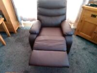 Single recliner gaming chair. Faux leather.