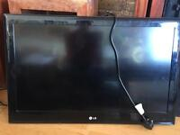 LG 32 inch flat screen TV- with remote