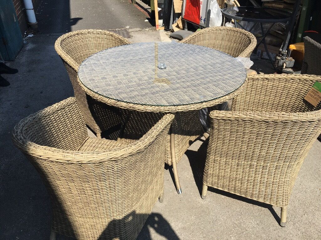 Worcester 4 Seater Rattan Effect Garden Furniture Set In