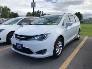 2017 Chrysler Pacifica Touring-L Plus-Sunroof-dvd
