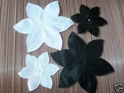 2 Applikationen zum Aufnähen  Blüten Schwarz und Weiß  (€ 1,45 p/St.)  ()