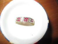 9ct CHUNKY GOLD RUBY & DIAMOND BAND RING IN PRESENTATION BOX -SIZE N/O