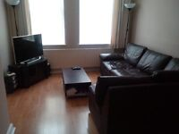 Double room availabe in a houseshare next door to East Putney tube, all bills included