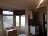 Big and spacious studio flat available now to let in Woodford Green Rent £800(All bills included)