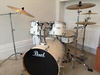 Pearl Forum Drum Kit in White and Great Condition