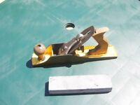 Record jack plane model T-5 with brand new oil stone. In good condition. £30.
