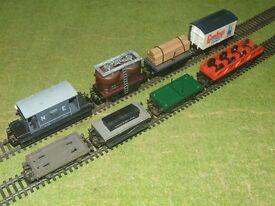 OO gauge tri ang / hornby wagons X 8