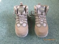 LADIES HI-TEC 50 PEAKS WALKING BOOTS