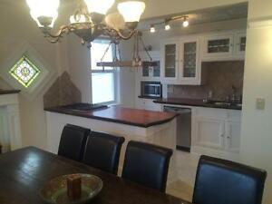 Amazing fully  furnished 4 bedroom ,2 bathroom multi suite Regina Regina Area image 2