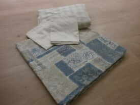 Two sets of base sheets, duvet covers and pillow cases